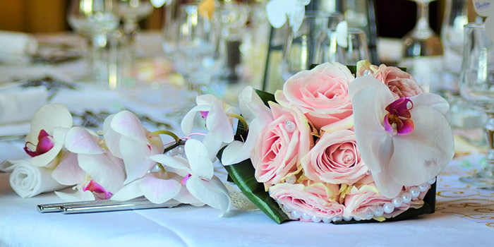 How to Have a Cheap Wedding Reception (That Looks Expensive!)